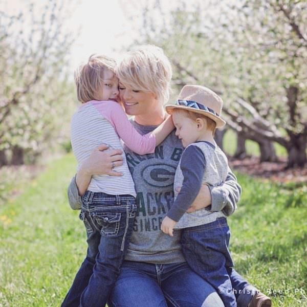 Belle Plaine Family Photographer Apple Orchard Photo Shoot | Minnesota Harvest
