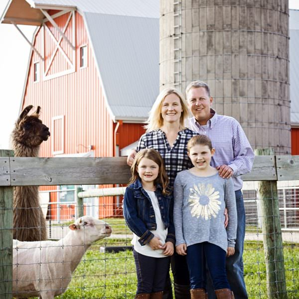 Gale Woods Farm Portraits | Minnesota Family Photographer