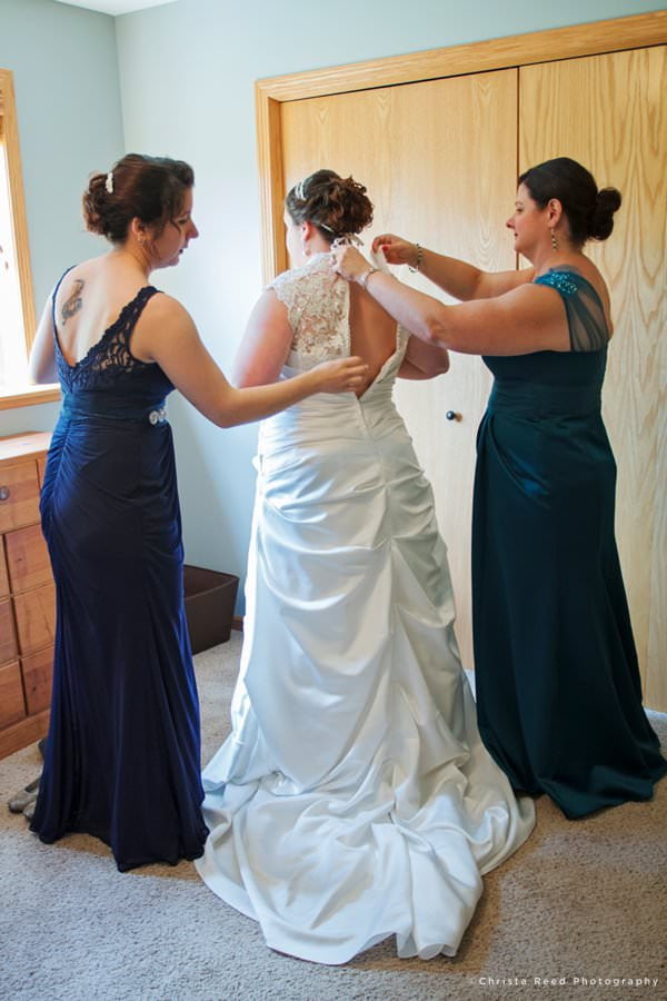 getting ready for your wedding at home chaska wedding photography