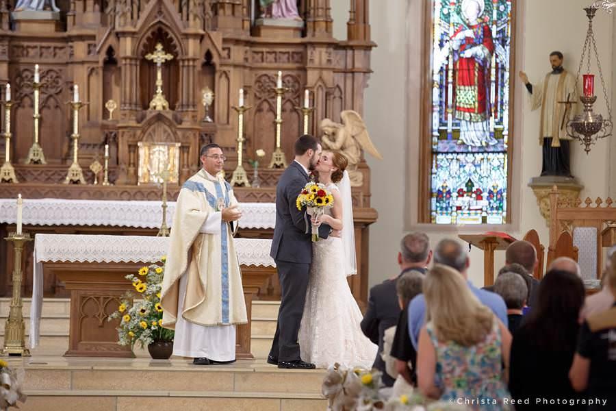 first kiss at mankato catholic wedding