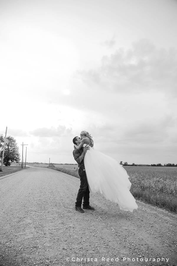 romatic country wedding photography in minnesota