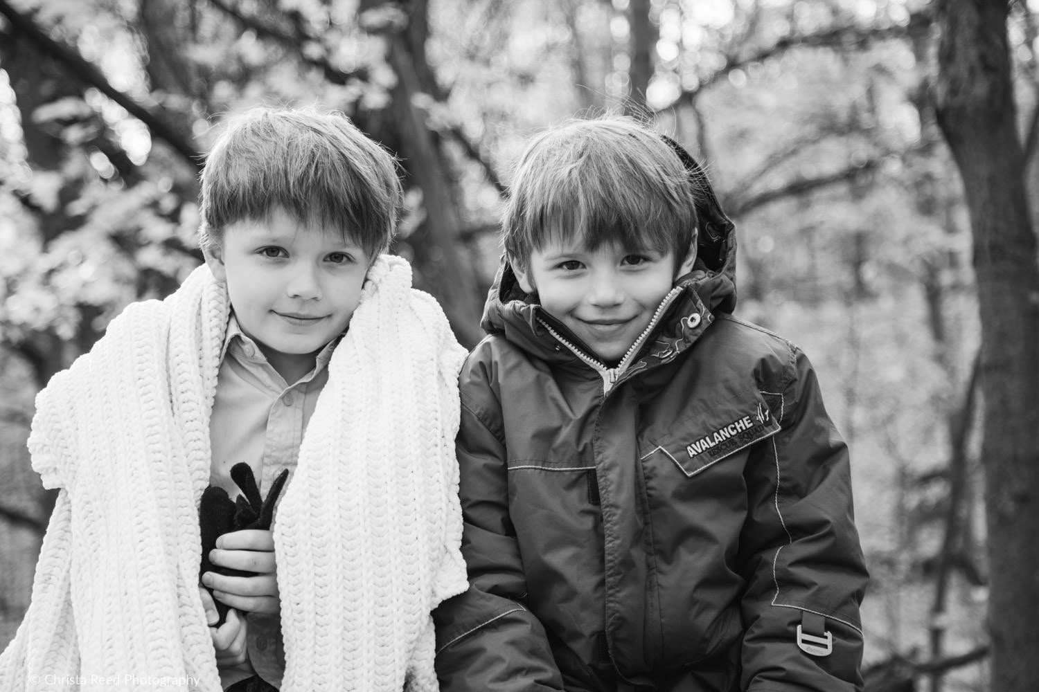 chanhassen fall family portraits two boys with a blanket