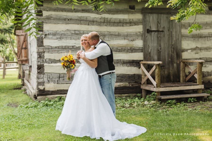 the first look photos from le sueur wedding photographer