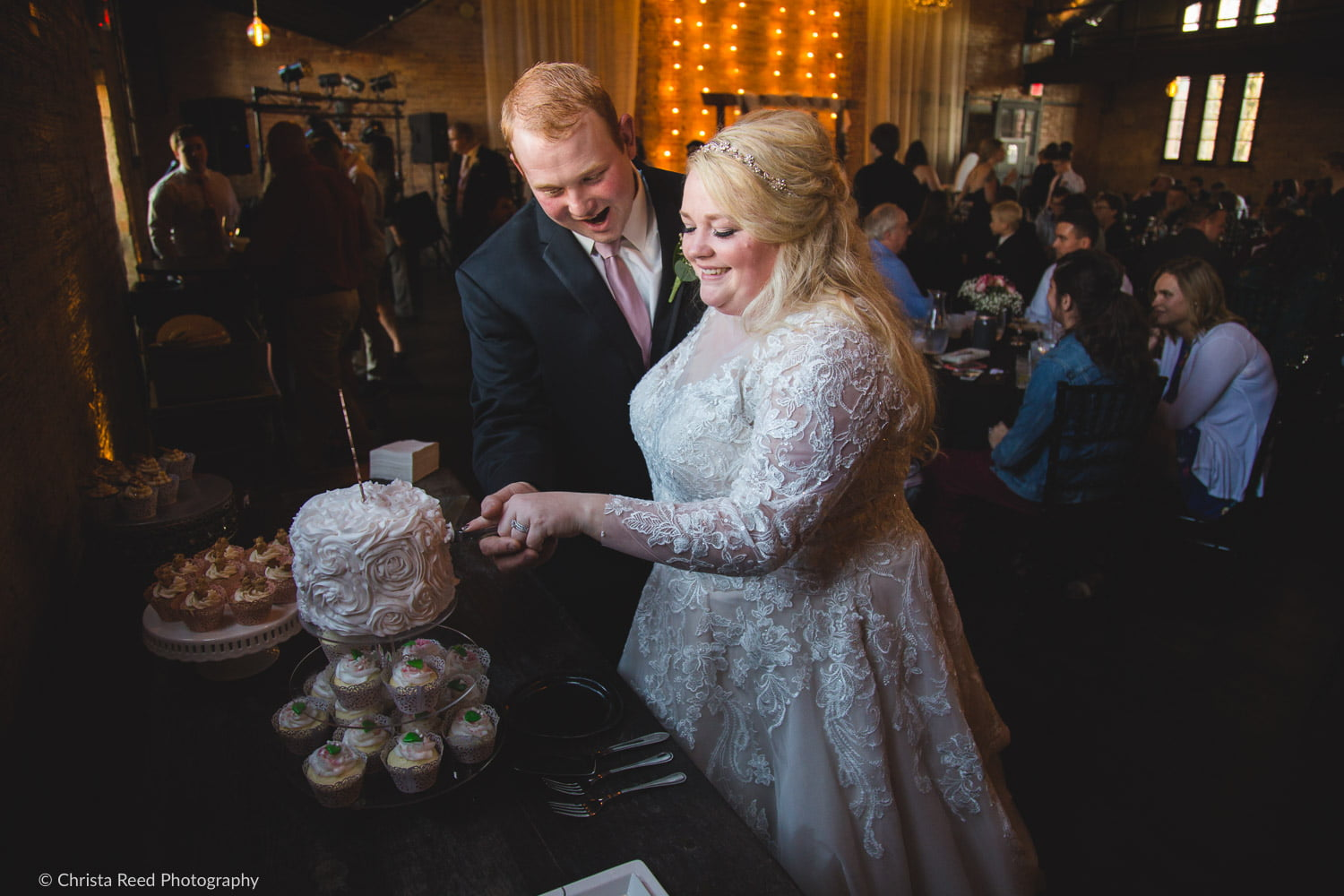 cutting your wedding cake on your wedding day