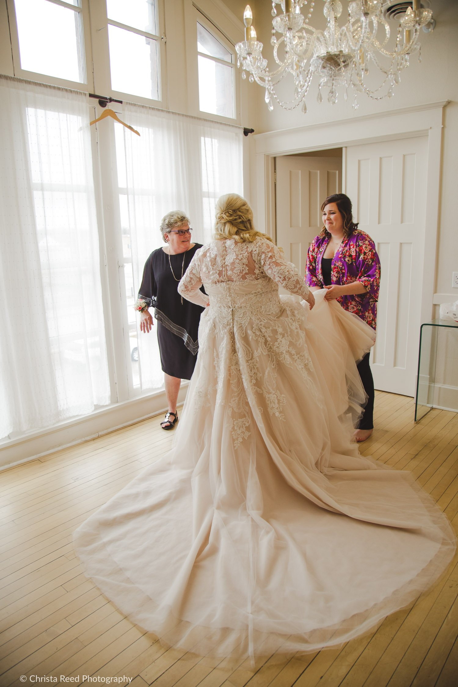 vintage bridal suite for getting ready ay your wedding with a crystal chandelier at the Capitol Room St. Peter