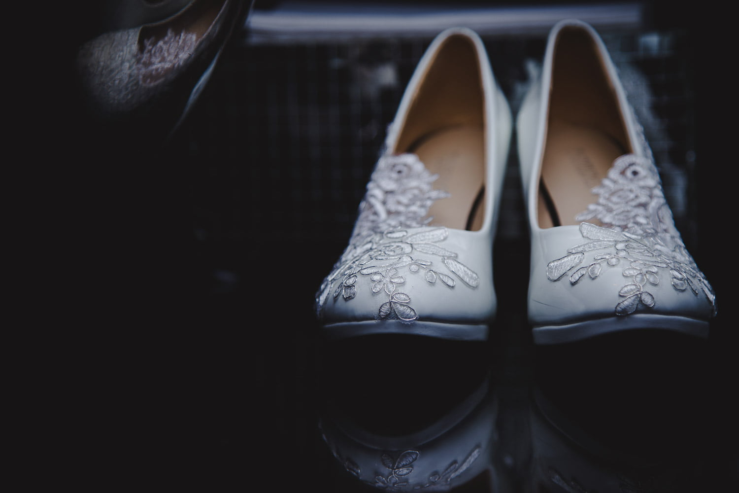 lace details on shoes for a Minneapolis wedding in winter