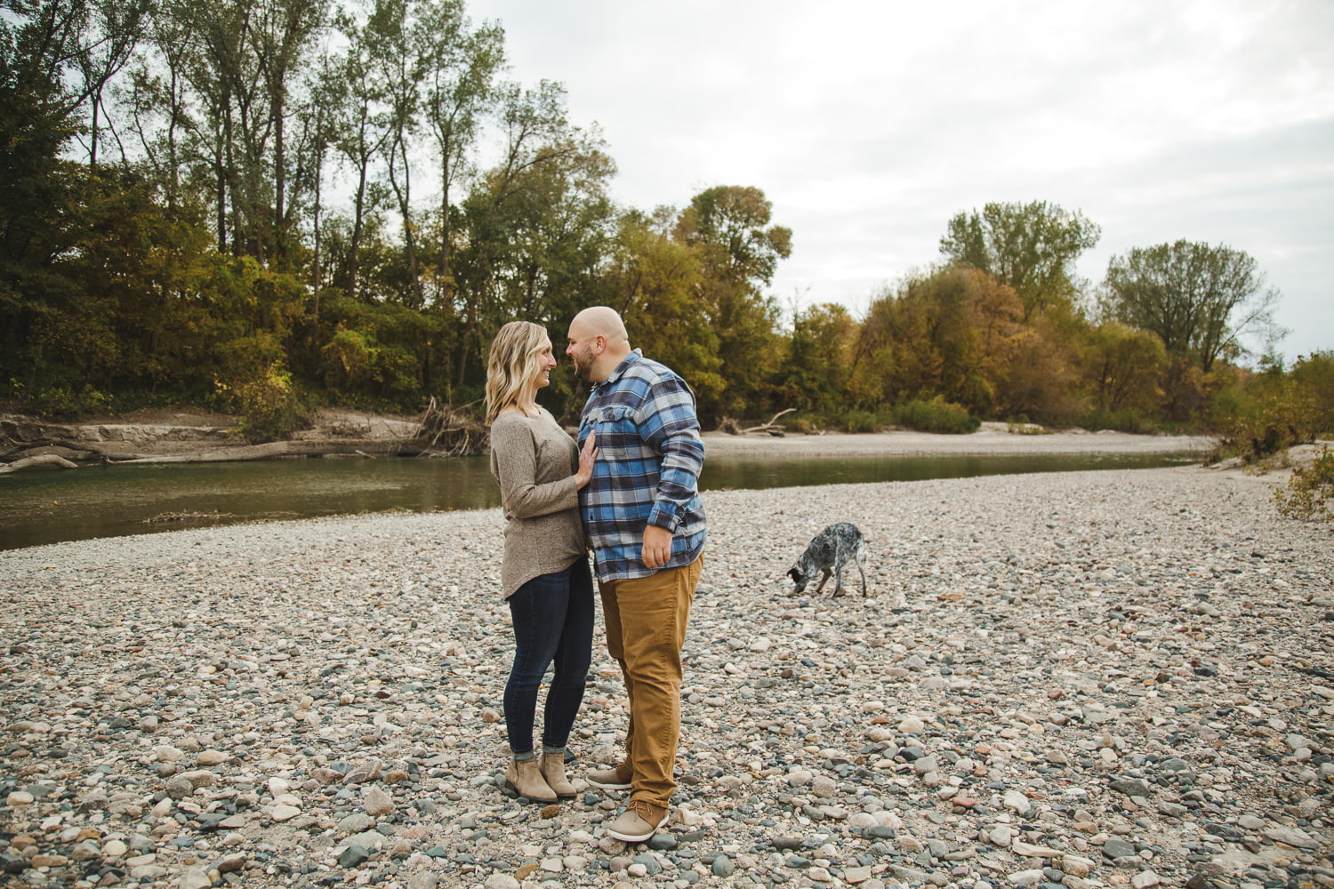 engagement pictures in St. Peter Mn along a rocky beach