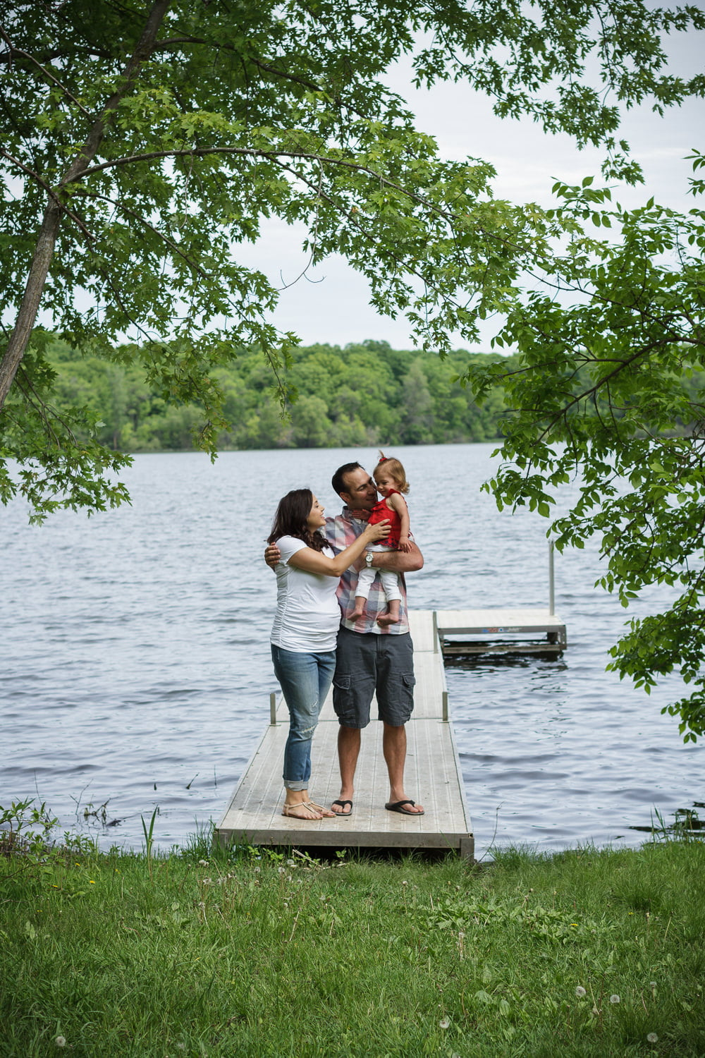 summer family pictures on the lake at your cabin in Minnesota